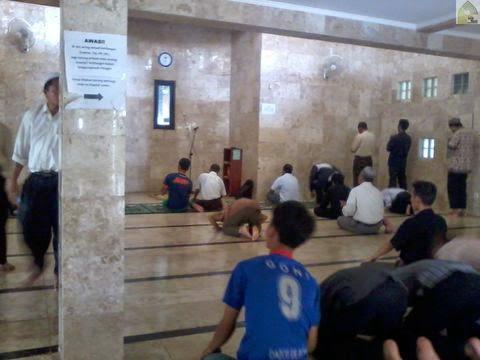 Suasana dalam musholla al Hikmah