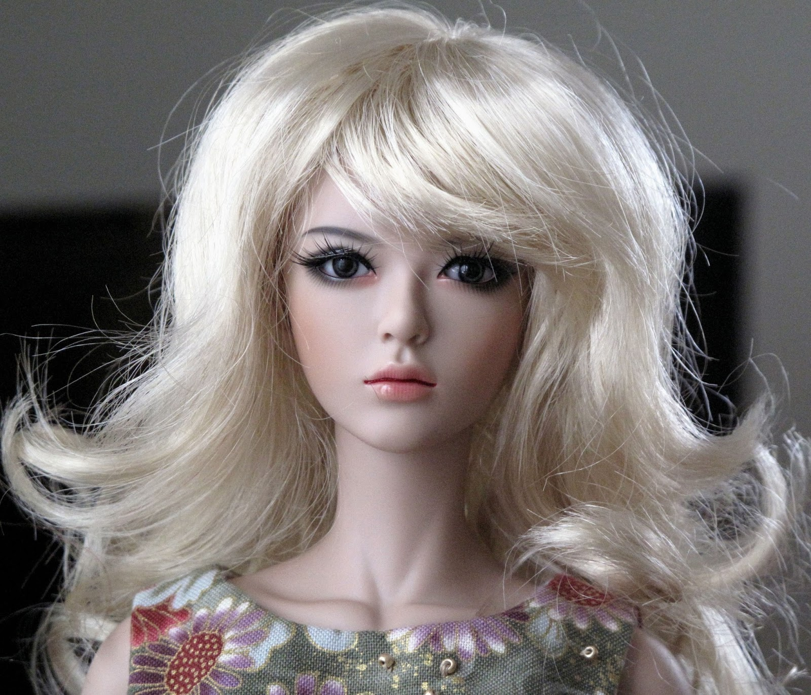 Raccoon Gene And Lucy Home At Last As The Resin World Turns Catriona Monique Top Handle Bag Grey Because Someone On Den Of Angels Asked To See A Blonde Here She Is In Golds Shaine Champagne I Dont Know If This Wig Naturally Has