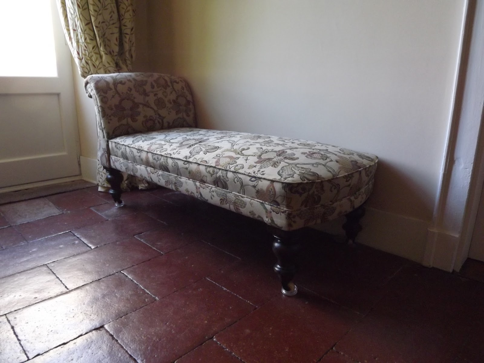 Tag on line victorian chaise longue sold for Chaise longue solde