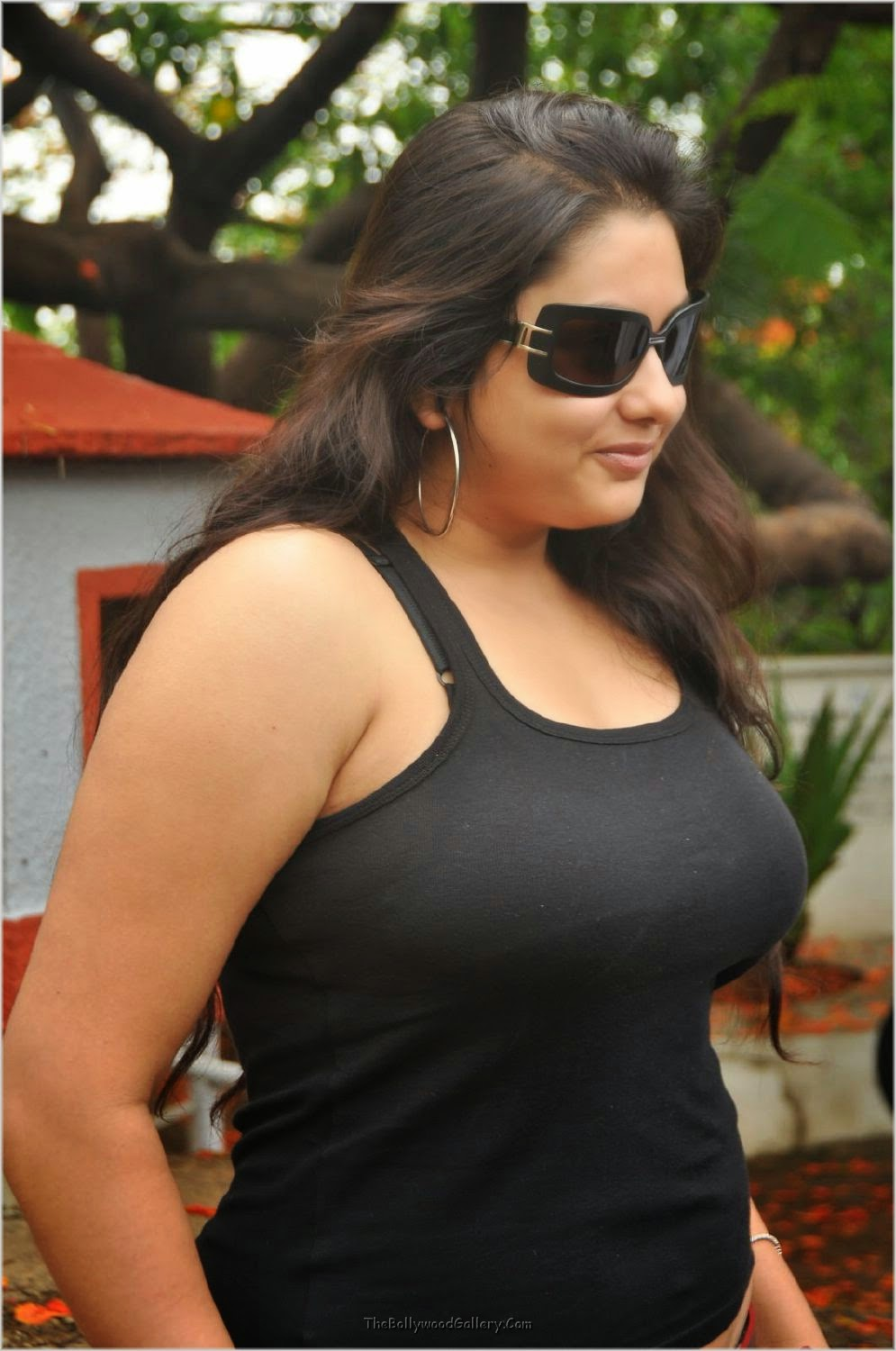 Namitha Hot Pics and Videos 2015 Exclusive | Bollywood Celebrity ...