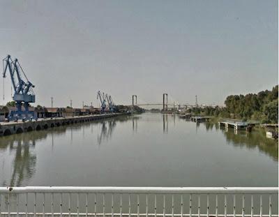 Pantalanes y puerto desde el puente de Las Delicias