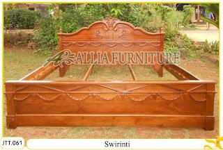 Tempat tidur ukiran kayu jati Swirinti
