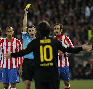 Lionel Mesi se está llenando de tarjetas amarillas