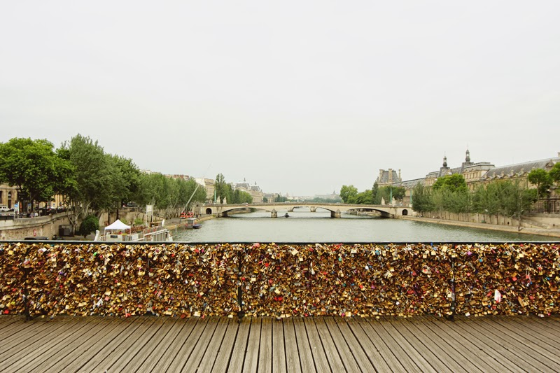 Tigerlilly quinn the love lock bridge for Love lock bridge in paris