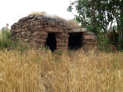 La barraca doble del Serrat de Bussanya