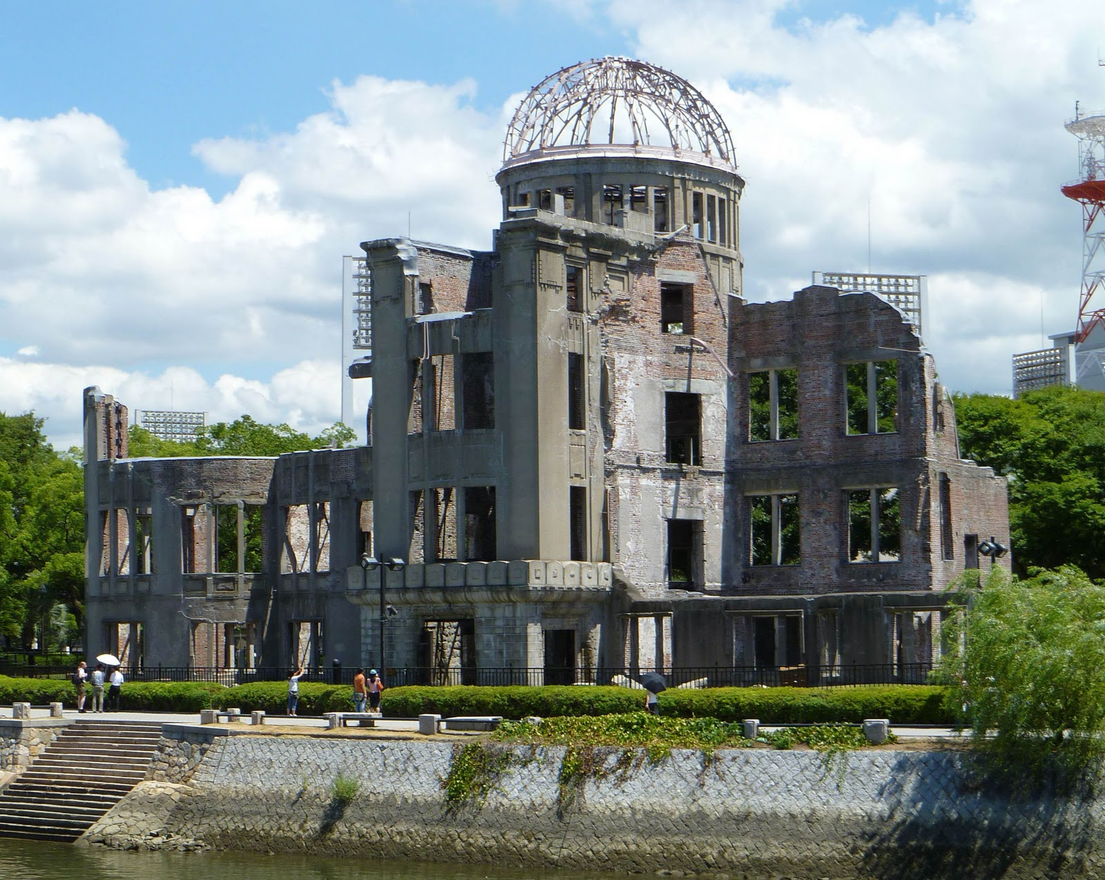 hiroshima essays Hiroshima on august 6, 1945, the american army decimates the city of hiroshima with a bomb of enormous power out of a population of 250,000, the bomb.