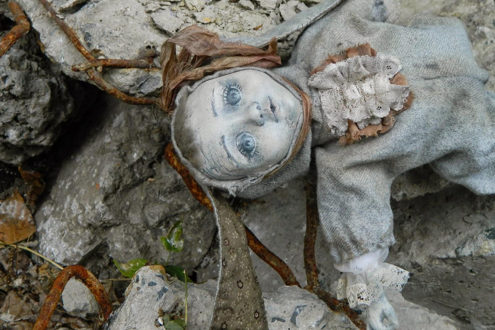 брошенная кукла