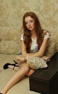 Genç Seks Partneri (Kızıl Saçlı Lolita Escort Bayan)