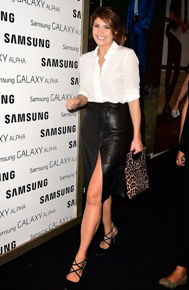 The 29-year-old wearing something incredible and sophisticated in a pencil skirt as she exposed her beauty value on the event who held in Kensington, London on Wednesday, September 10, 2014.