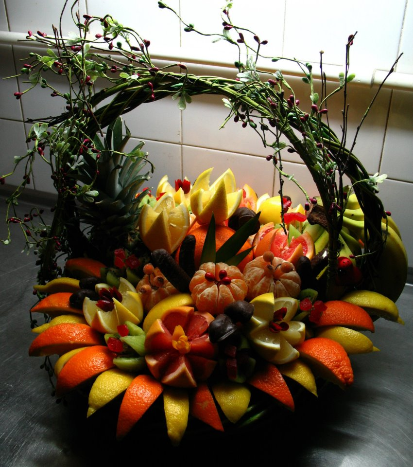 Garnishfoodblog fruit carving arrangements and food for Decoration fruit