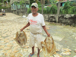 Guatemalan fisherman with air dried catch near Cosa Nostra Restaurant, Rio Dulce