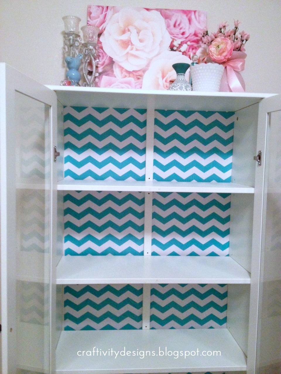 After finishing with the contact paper, I began my favorite partfilling  the shelves! I love how the chevron paper looks with my floral scarves that  are ...
