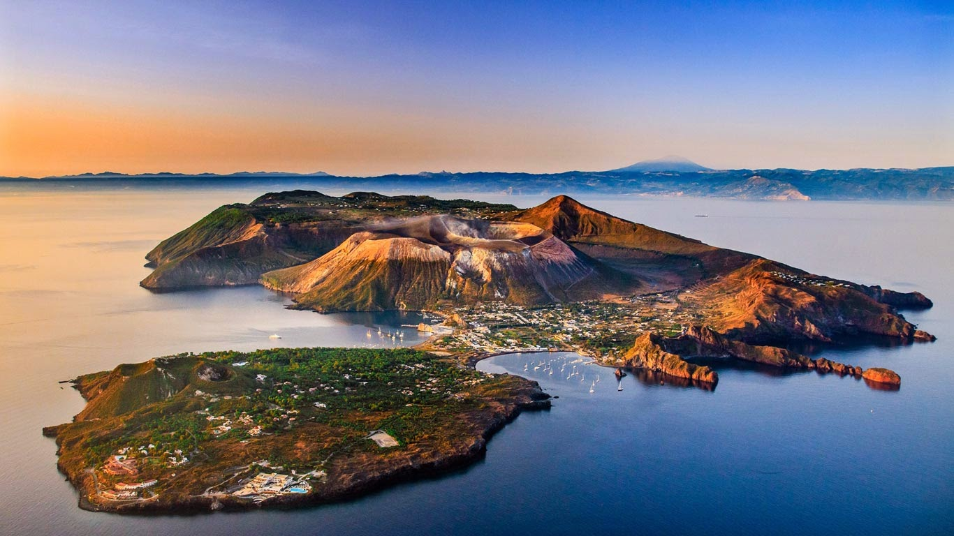 Vulcano, Aeolian Islands, Italy (© SIME/eStock Photo) 162