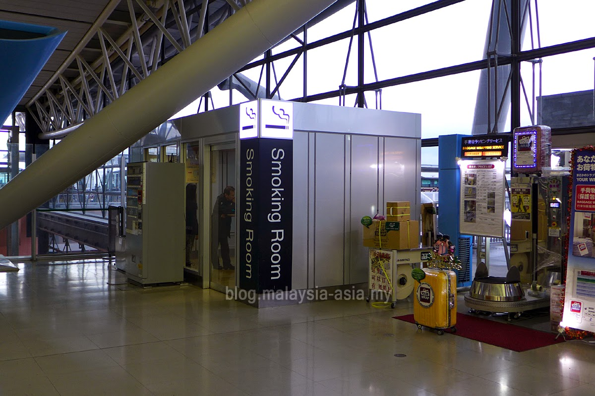 Osaka Airport Smoking Room