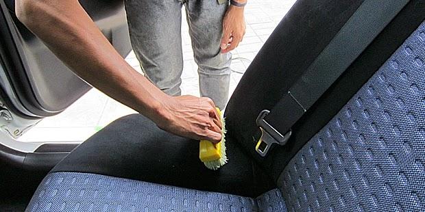 Cara Membersihkan Jok Mobil Sesuai Bahannya