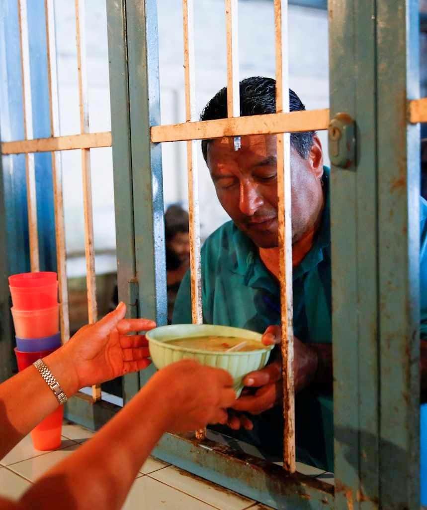 No último ano, mais 737.000 venezuelanos caíram na pobreza extrema