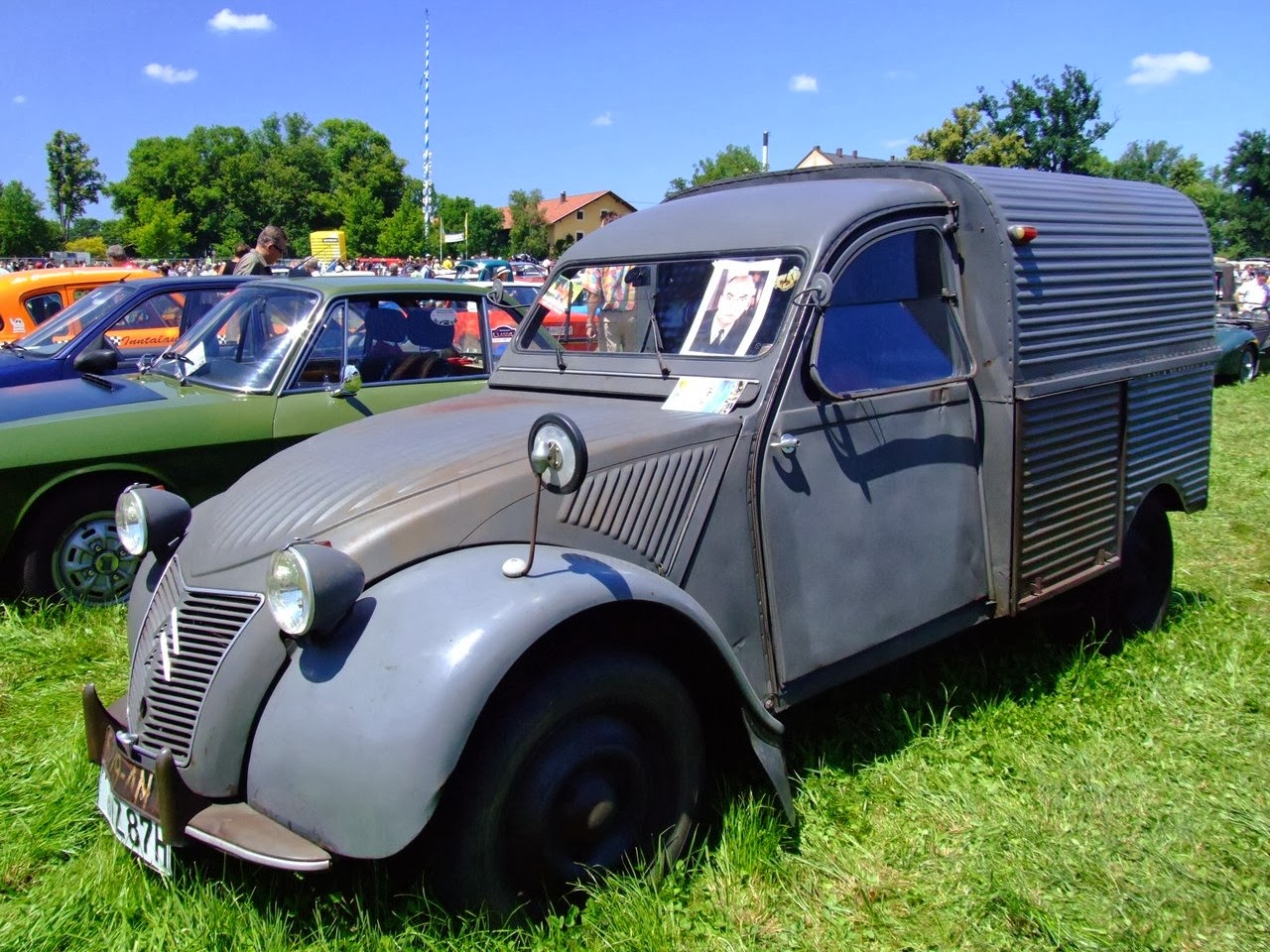 que coche queremos las chicas citroen 2 cv el primer coche todo terreno. Black Bedroom Furniture Sets. Home Design Ideas