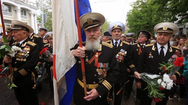 http://3.bp.blogspot.com/-F426eh66wLA/VU78KTEVteI/AAAAAAAAAIQ/2bqt17qINhc/s1600/sevastopol-victory-day-parade.si.jpg