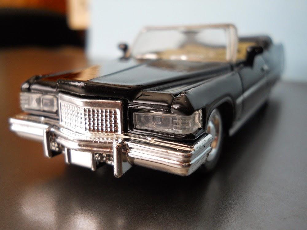 coche miniatura cadillac