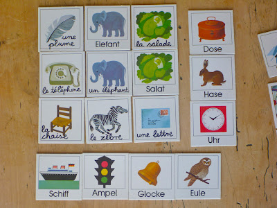 Memory-Karten mit Alltagsgegenständen und Tieren, Deutsch (gedruckt), Französisch (handschriftlich) beschriftet