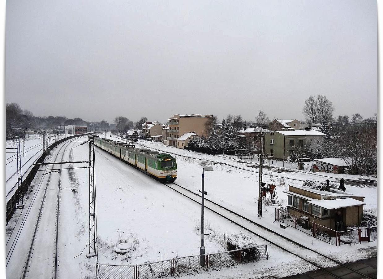 Kolejowe zimowe impresje z EN57AKM-1572