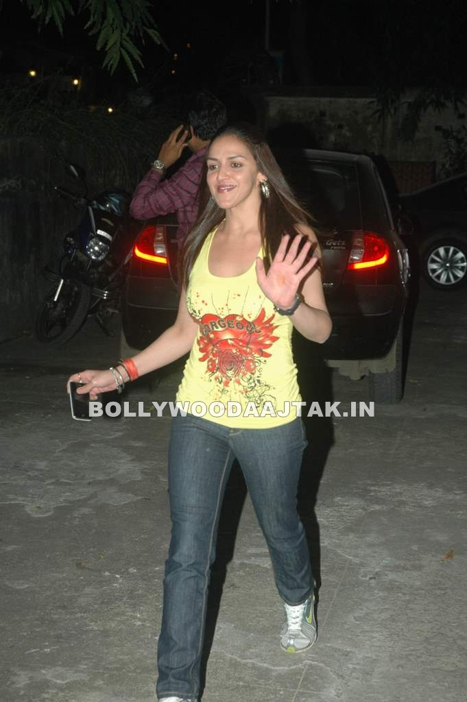 Eisha Deol1 - Esha Deol  at Tell Me O Khudda special screening