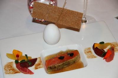 Plato de salmón del Restaurante l´Esprit u vin en Albi. Blog Esteban Capdevila
