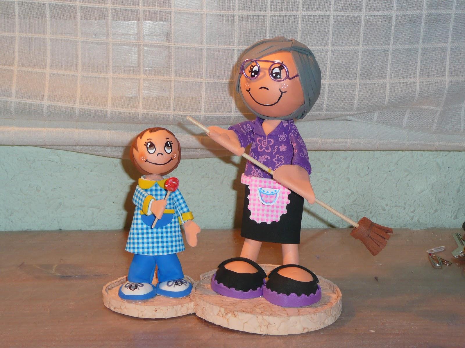 Fofucha Abuela Con Su Nieto Y Su Man A De Barrer Todo El D A