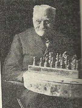 Josep Brunet i Bellet jugando ajedrez