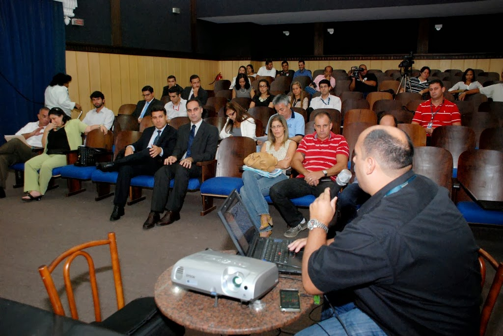 Representantes das empresas de telefonia móvel apresentaram as emissões eletromagnéticas de cada estação