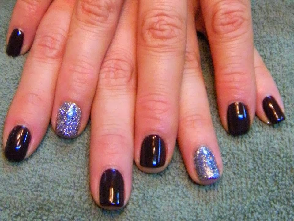 The fullcover GelColor with some silver finger feats - Acrylic Nail Art