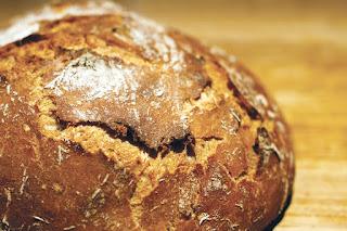 faire son pain maison au jus de pommes, noix, farine de seigle et blé