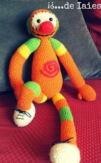 http://deiaies.blogspot.com.es/2013/12/my-very-first-crochet-pattern-mac-mecmic.html