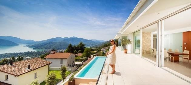 contoh rumah minimalis modern dengan halaman teras kolam