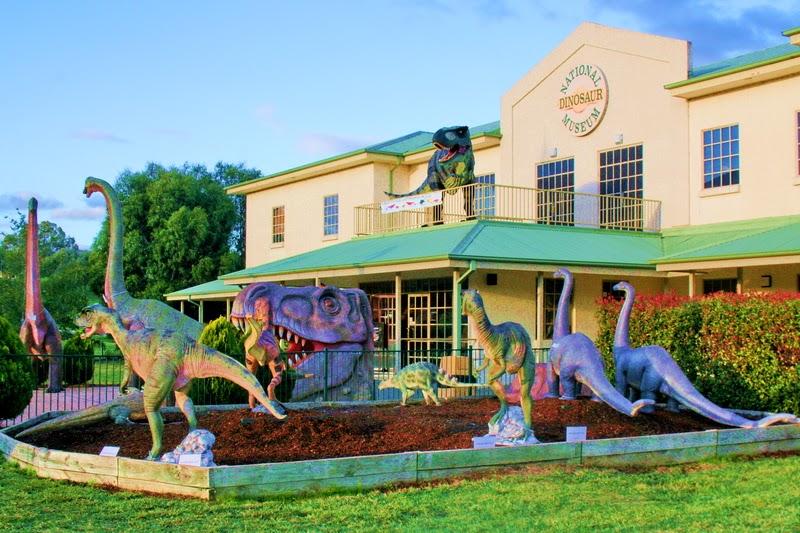 museum australia  5 Museum Dinosaurus Termegah Di Dunia The National Dinosaur Museum entrance Canberra Australia 2012