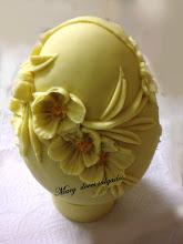 Ovo de Páscoa em chocolate branco