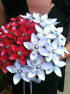 http://manualizando.blogspot.com.es/2013/01/tutorial-flor-kusudama-japones.html