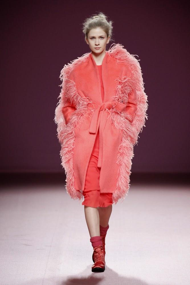 abrigo rojo pelo juan vidal
