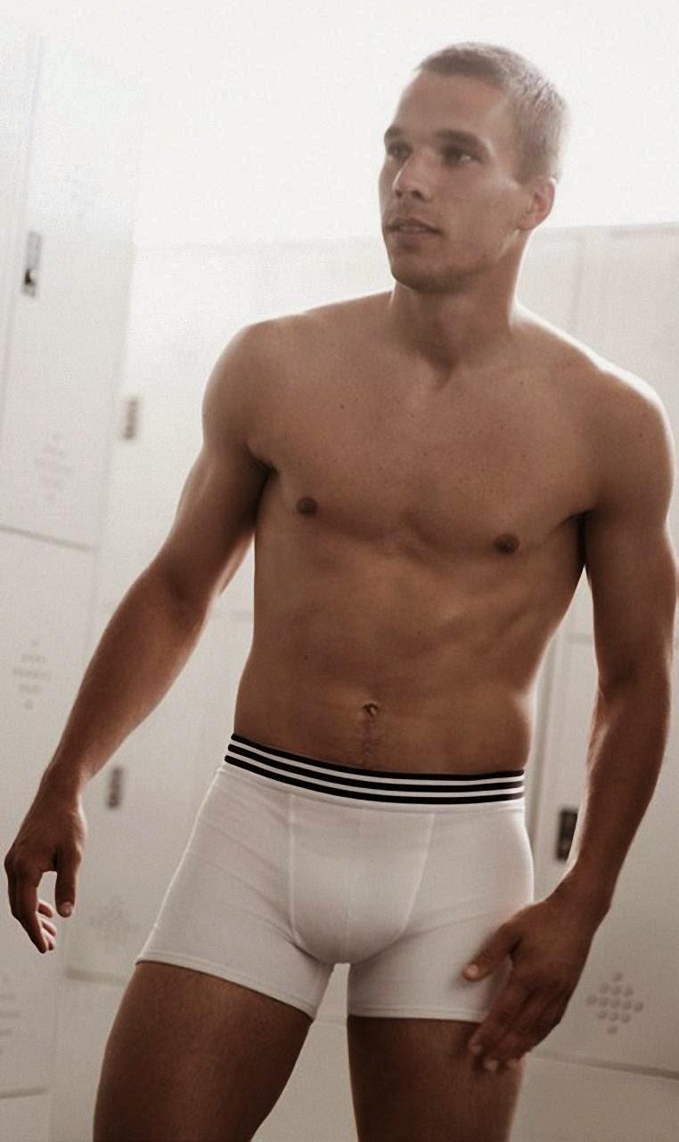 Lukas  Koleksi Foto Hot dan Six Pack Lukas Podolski (Pesepak Bola Jerman)