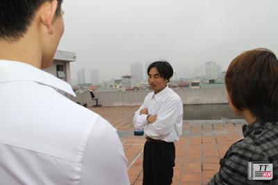 Anh Hoàng tại sân thượng tòa soạn báo.
