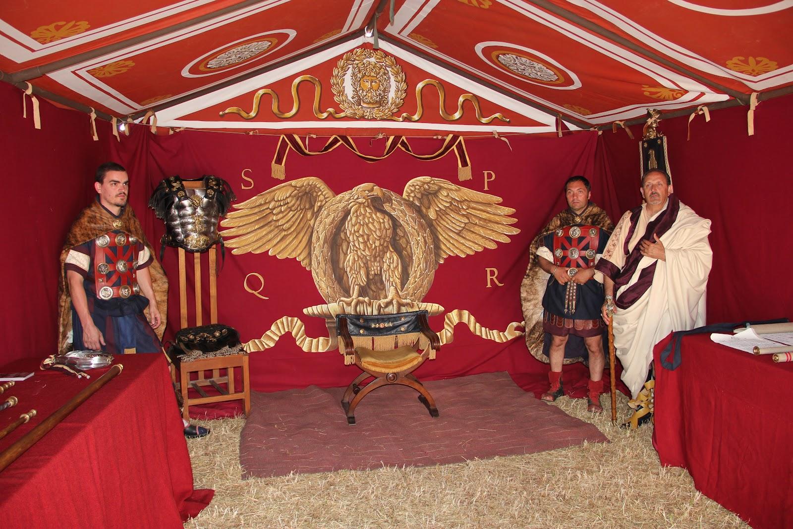Augustus caesar praetoria corsica divina quand l for Decoration romaine