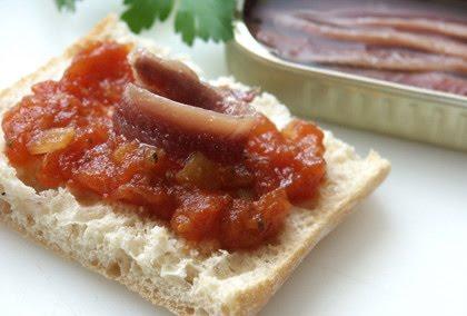 las recetas de blanca chutney de tomate y anchoas kamay. Black Bedroom Furniture Sets. Home Design Ideas
