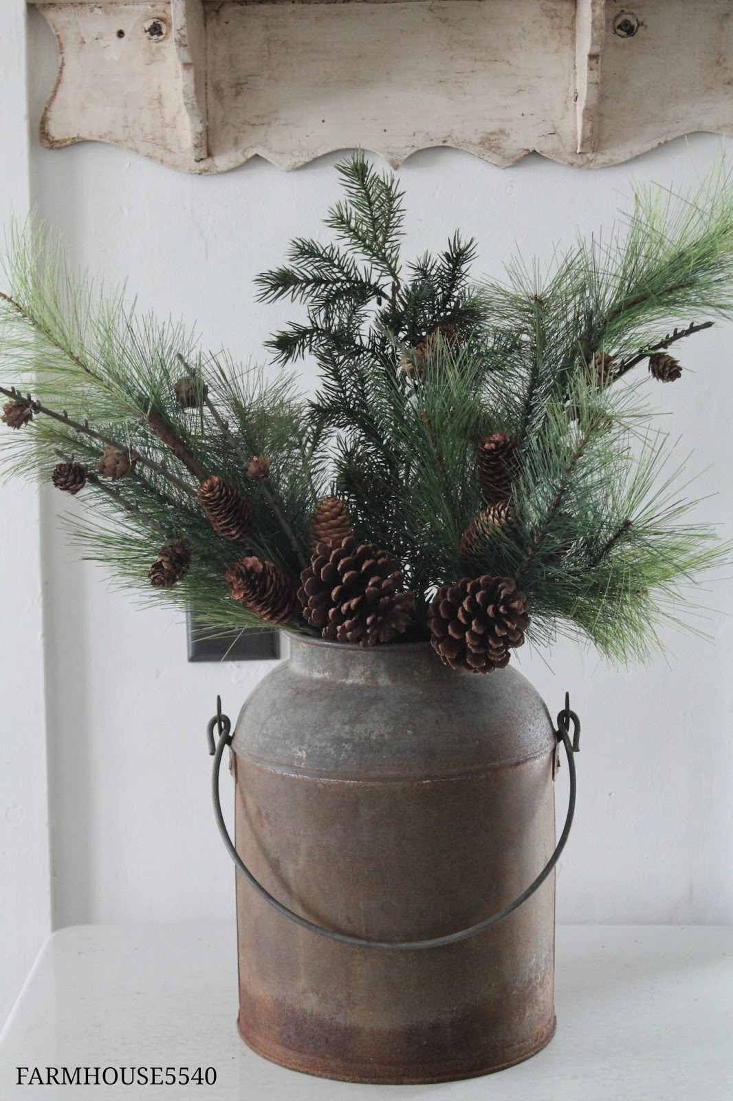 Farmhouse christmas decor you pinspire me for Vase weihnachtlich dekorieren