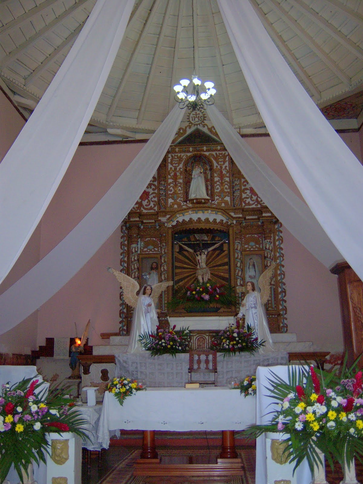 Catholic church wedding decorations church decorated for for Catholic decorations home