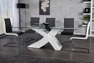 luxusny jedalensky stôl so sklenenou vrchnou doskou, stôl domodernej jedalne a kuchyne