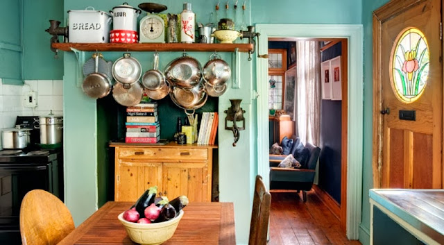 Aranżacja kuchni utrzymanej w starym stylu