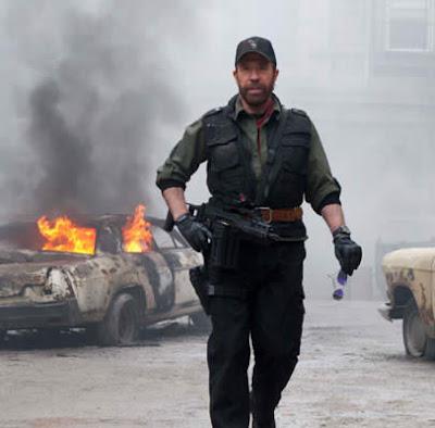Chuck Norris os mercenários 2 mito da internet arebenta tudo em foto!