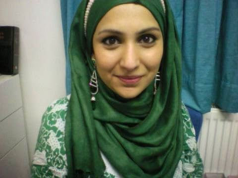 Tutorial Hijab dengan Aksesoris Anting Tanpa Pamer Telinga