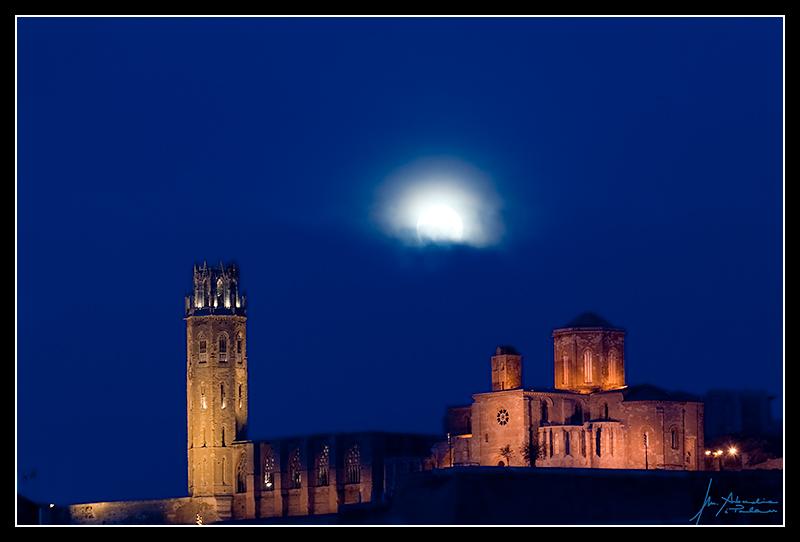 Josep Mª Abadia - Fotografies: La Lluna mirant la Seu Vella