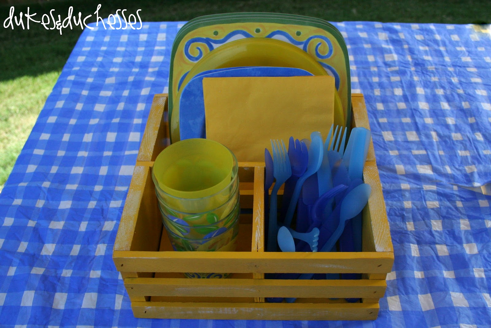 An Upcycled Outdoor Dish Caddy - Dukes & Duchesses